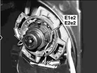 How do i replace the xenon low beam bulb on 2007 mercedes for Mercedes benz low beam bulb